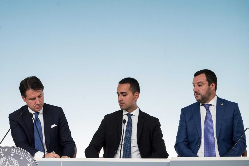 Conte, Di Maio e Salvini seduti